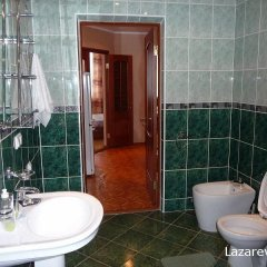 Гостиница Азалия Стандартный семейный номер с двуспальной кроватью фото 8