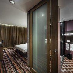 Отель The Continent Bangkok by Compass Hospitality 4* Улучшенный номер с различными типами кроватей фото 5