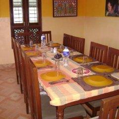 Отель Laxmi's Bed And Breakfast Непал, Катманду - отзывы, цены и фото номеров - забронировать отель Laxmi's Bed And Breakfast онлайн питание фото 2
