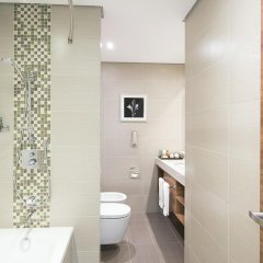 Отель Hilton Garden Inn Dubai Al Muraqabat 4* Улучшенный номер