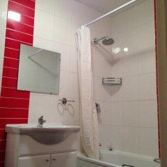 Acton Town Hotel 2* Номер с общей ванной комнатой с различными типами кроватей (общая ванная комната)