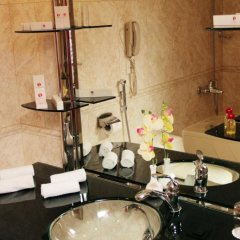 Отель Рамада Ташкент Узбекистан, Ташкент - отзывы, цены и фото номеров - забронировать отель Рамада Ташкент онлайн ванная фото 2