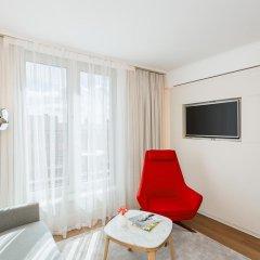 Отель NH Collection Berlin Mitte Am Checkpoint Charlie 4* Улучшенный номер с двуспальной кроватью фото 6