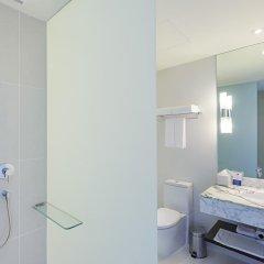 Отель Holiday Inn Express Bangkok Siam 3* Улучшенный номер с различными типами кроватей фото 3