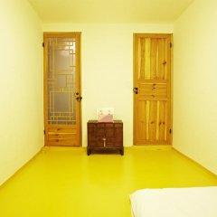 Отель Mumum Hanok Guesthouse 3* Стандартный номер с двуспальной кроватью фото 6