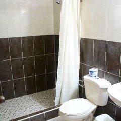 Отель Sherwood Гондурас, Тела - отзывы, цены и фото номеров - забронировать отель Sherwood онлайн ванная