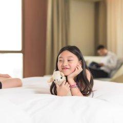 Отель Novotel Shanghai Clover 4* Улучшенный номер с различными типами кроватей фото 3