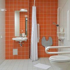 Отель B&B Hotel Leipzig-City Германия, Лейпциг - отзывы, цены и фото номеров - забронировать отель B&B Hotel Leipzig-City онлайн ванная фото 2