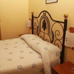 Отель Pensao Residencial Flor dos Cavaleiros 2* Стандартный номер с двуспальной кроватью (общая ванная комната) фото 5
