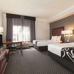 Отель La Quinta Inn & Suites Dallas North Central 2* Стандартный номер с различными типами кроватей фото 2