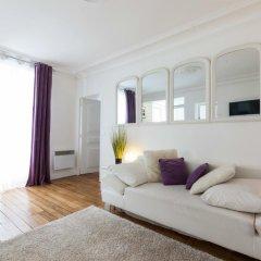 Отель Rue de Bassano by Onefinestay комната для гостей фото 3