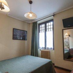 Отель Hostal Ayestaran II Стандартный номер с двуспальной кроватью фото 15