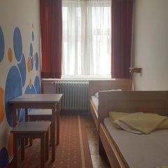Youth Hostel Zagreb Стандартный номер с 2 отдельными кроватями (общая ванная комната) фото 4