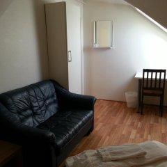 Stavanger Lille Hotel & Cafe 3* Номер с общей ванной комнатой с различными типами кроватей (общая ванная комната)