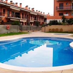 Отель Apartamentos Cala Bohadella Fenals- Family Испания, Льорет-де-Мар - отзывы, цены и фото номеров - забронировать отель Apartamentos Cala Bohadella Fenals- Family онлайн бассейн фото 3