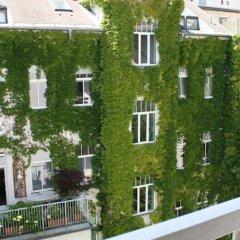 Отель CheckVienna - Apartment Rentals Vienna Австрия, Вена - 11 отзывов об отеле, цены и фото номеров - забронировать отель CheckVienna - Apartment Rentals Vienna онлайн балкон