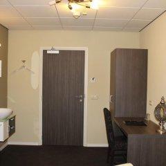 Hotel Asselt 3* Номер с общей ванной комнатой с различными типами кроватей (общая ванная комната) фото 3