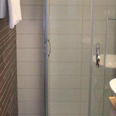 Отель Kokoushotelli Sofia Финляндия, Хельсинки - 1 отзыв об отеле, цены и фото номеров - забронировать отель Kokoushotelli Sofia онлайн ванная