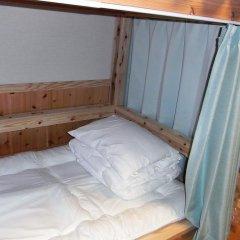 Отель Guesthouse Yakushima 2* Кровать в мужском общем номере фото 2
