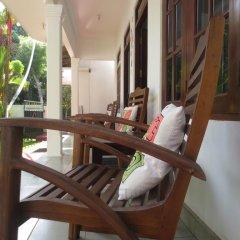 Отель Jungle Holiday Home Хиккадува балкон