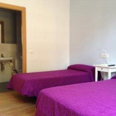 Отель Hostal Delfos комната для гостей фото 5