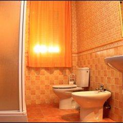 Отель Chalet Pinares de Roche Испания, Кониль-де-ла-Фронтера - отзывы, цены и фото номеров - забронировать отель Chalet Pinares de Roche онлайн ванная
