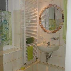 Отель Private Gästezimmer bei Ila Zimmerling Германия, Дрезден - отзывы, цены и фото номеров - забронировать отель Private Gästezimmer bei Ila Zimmerling онлайн ванная