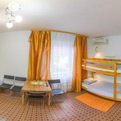 Хостел Олимп Стандартный семейный номер с двуспальной кроватью (общая ванная комната) фото 11