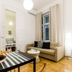 Апартаменты Mustard Apartment комната для гостей фото 2
