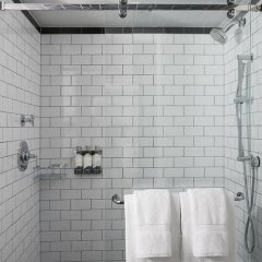The Renwick Hotel New York City, Curio Collection by Hilton 4* Стандартный номер с различными типами кроватей фото 9