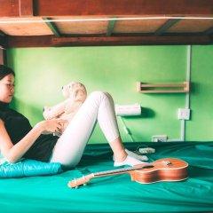 Moments in Bangkok @FM Hostel at Siam Кровать в женском общем номере с двухъярусной кроватью