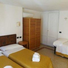 Отель Soggiorno Isabella De' Medici 3* Стандартный номер с различными типами кроватей (общая ванная комната)