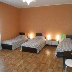 Hostel Skazka In Tolmachevo Кровати в общем номере с двухъярусными кроватями фото 8