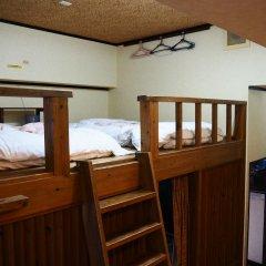 Отель Sudomari Minshuku Friend 2* Кровать в мужском общем номере фото 2