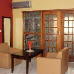 Отель Oasis Motel Габороне комната для гостей