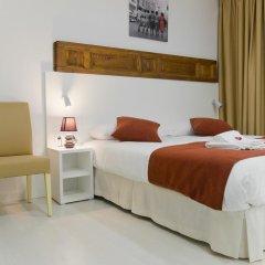 Отель Hostal Panizo Номер Делюкс с различными типами кроватей