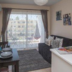 Апартаменты Paphos Love Hut Deluxe Apartment комната для гостей фото 3