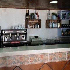 Отель Hostal El Alferez Испания, Вехер-де-ла-Фронтера - отзывы, цены и фото номеров - забронировать отель Hostal El Alferez онлайн гостиничный бар