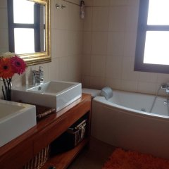 Отель Finca La Gavia Испания, Лас-Плайитас - отзывы, цены и фото номеров - забронировать отель Finca La Gavia онлайн ванная