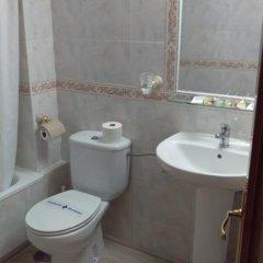 Отель Hostal San Roque Стандартный номер с различными типами кроватей фото 11