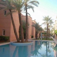 Отель Riad Les Portes De La Medina бассейн