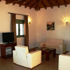 Отель Aselinos Suites 3* Коттедж с различными типами кроватей фото 28