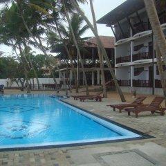 Отель Whispering Palms Hotel Шри-Ланка, Бентота - отзывы, цены и фото номеров - забронировать отель Whispering Palms Hotel онлайн бассейн фото 2