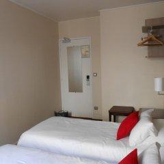 Отель De Paris Montmartre Париж комната для гостей фото 6