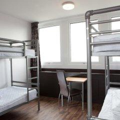 Euro Hostel Glasgow Кровать в женском общем номере с двухъярусной кроватью