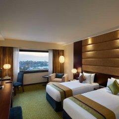 Отель Cinnamon Lakeside Colombo 5* Улучшенный номер с двуспальной кроватью