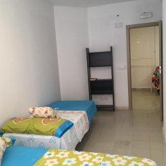 Отель Go Bcn Hostal Ideal Badal Стандартный номер с различными типами кроватей (общая ванная комната) фото 3