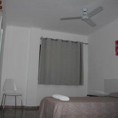 Отель Hostal Las Nieves Стандартный номер с различными типами кроватей (общая ванная комната) фото 31
