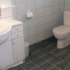 """Отель Toncho""""s Guest House & Mehana Велико Тырново ванная фото 2"""