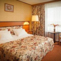 Гостиница Космос 3* Улучшенный номер с двуспальной кроватью